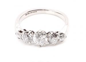 5 stone dianmond ring
